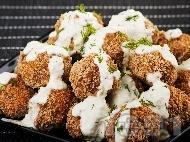 Рецепта Пържени оризови орехови кюфтенца с чеснов сос